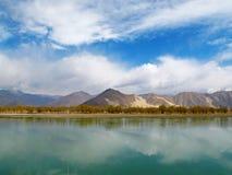 Река Лхасы в Тибете Стоковая Фотография RF