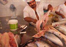 река людей рыб вырезывания Амазонкы Стоковые Изображения RF