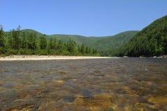 Река Майя К северу от территории Хабаровска Дальний восток стоковые изображения
