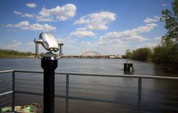 Река Миссисипи обозревает с биноклями Стоковые Изображения