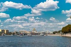 Река Москвы в крымском мосте Стоковая Фотография RF