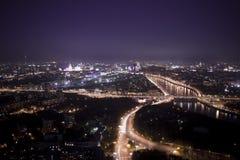 Река Москвы и Москвы на ноче Стоковая Фотография