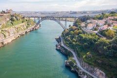 Река моста Порту воздушное с шлюпкой Стоковое Изображение