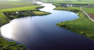 Река на виде с птичьего полета утра сток-видео