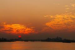 Река на заходе солнца стоковая фотография rf