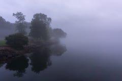 Река на туманном утре Стоковая Фотография RF