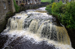 Река однако городок участков земли Hawes Йоркшира; Англия Стоковые Изображения
