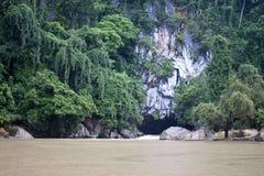 Река пропуская от пещеры Tham Kong Lo Стоковые Изображения RF