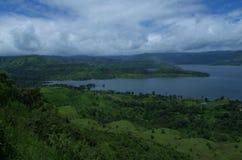 Река, растительность и облака Стоковые Изображения RF