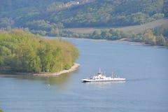 Река Рейн с паромом Стоковая Фотография
