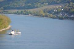 Река Рейн с паромом Стоковое фото RF