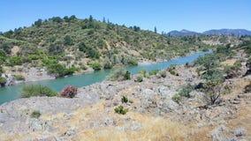 Река Сакраменто в Redding Калифорнии Стоковая Фотография