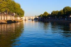 Река Сена на острове Lois Святого, Париже. Стоковые Фотографии RF