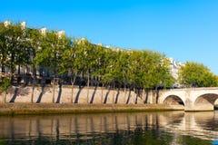 Река Сена на острове Lois Святого, Париже. Стоковое Фото