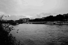 Река Сена, Париж, Франция, черно-белая Стоковое фото RF