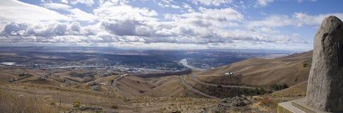Река Снейк и граничащие города Lewiston, Айдахо и Clarkston, Вашингтона Стоковое фото RF