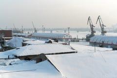 Река стыкует в промышленной зоне ‹â€ ‹â€ город Стоковое фото RF