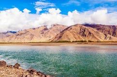 Река сцен-Лхасы тибетского плато Стоковые Фото