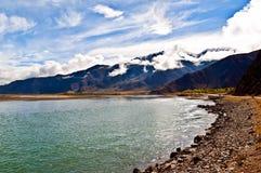 Река сцен-Лхасы тибетского плато Стоковая Фотография RF