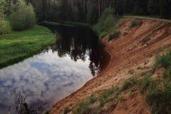 Река с отражением облаков Стоковое Фото