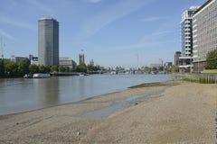 Река Темза на Vauxhall, Лондоне, Англии Стоковое Фото