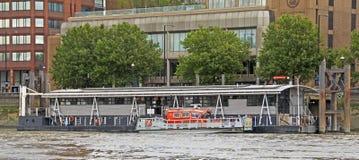 Река Темза: Огонь & спасение Стоковые Изображения RF