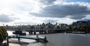 Река Темза от моста Ватерлоо стоковые изображения