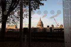 Река Темза от театра глобуса Стоковое Изображение