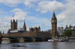 Река Темза формы большого Бен Стоковые Изображения