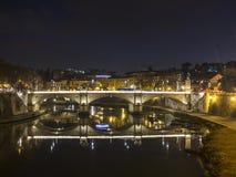 Река Тибр в Риме к ноча Стоковое Фото