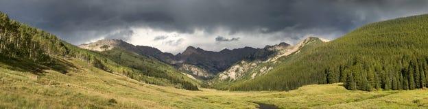 Река утесистой горы Vail Колорадо Piney панорамное Стоковое Изображение