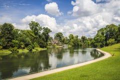 Река через парк стоковое изображение rf