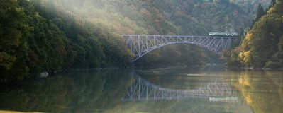 Река Япония Tadami моста Фукусимы первое стоковое изображение rf