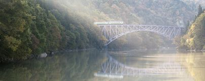 Река Япония Tadami моста Фукусимы первое стоковые фото