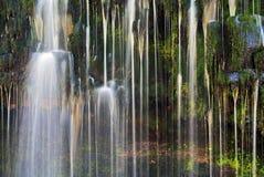 Река Afon Mellte водопада Sgwd Isaf Clun Gwyn детали Стоковое фото RF