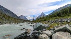 Река Akkem в августе Стоковые Изображения