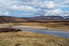 Река Allt Bhran, Шотландия весной Стоковые Изображения