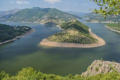 Река Arda самое большое река Rhodope Оно возникает от пика Ardin Река имеет исключительно красивое curvesm Стоковое Изображение
