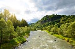 Река Avisio горы около городка Cavalese, южного Тироля, Италии Стоковое фото RF