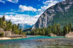 Река Banff смычка, канадские скалистые горы Стоковые Фото