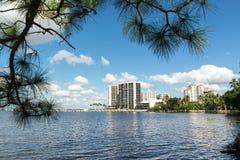 Река Caloosahatchee в Fort Myers, Флориде, США Стоковое Фото
