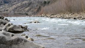 Река Cheremosh в Verkhovyna, Украине 5-ое марта видеоматериал
