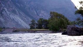 Река Chulyshman горы, Altai, Россия акции видеоматериалы