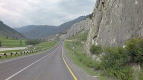 Река Chuya горы вдоль Chuysky Trakt видеоматериал