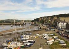 Река Conwy дневного времени, мосты и съемка замока Стоковое Изображение RF
