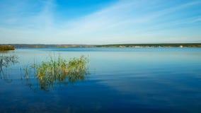 Река Kama в раннем утре в осени Стоковое Изображение