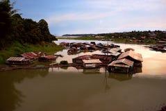 река Kanchanaburi плавучего дома Стоковое Изображение RF