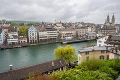 Река Limmat собора Цюриха Швейцарии Стоковое Изображение RF