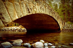 река merced мостом yosemite Стоковые Изображения