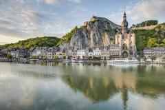Река Meuse пропуская через Dinant, Бельгию Стоковое Изображение